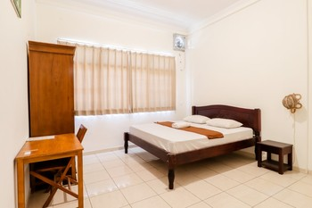 Palmyra Hostel Malang - Deluxe Double Room (Semeru) NR Basic Deal 40%