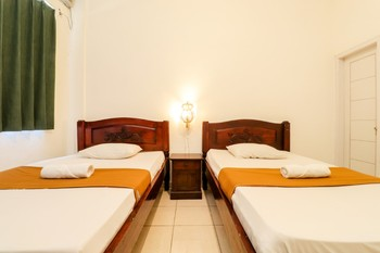 Palmyra Hostel Malang - Standard Twin Room (Semeru) FC 3 Days Basic Deal 40%