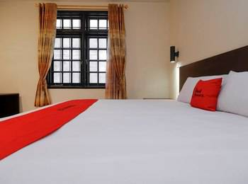 RedDoorz Plus near Halim Perdanakusuma 2 Jakarta - RedDoorz Room Exclusive Promotion