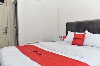 RedDoorz Plus @ Kemayoran Jakarta - RedDoorz Room with Breakfast 2 night promo