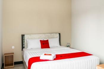 RedDoorz near Lippo Mall Puri Jakarta - RedDoorz Room with Breakfast Basic Deal