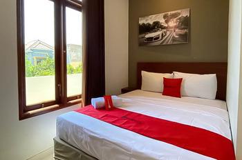 RedDoorz Syariah @ Pucang Anom Surabaya - RedDoorz Room Special Promo 12