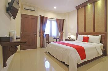 RedDoorz Premium near Solo Grand Mall Solo - RedDoorz Room Regular Plan