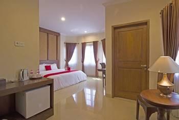 RedDoorz Premium near Solo Grand Mall Solo - RedDoorz Deluxe Double Room BASIC DEAL