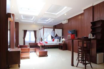 RedDoorz Premium near Solo Grand Mall Solo - RedDoorz Suite Room BASIC DEAL