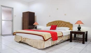 RedDoorz Plus near Jalan Baru Bogor Bogor - Suite Room Basic Deal