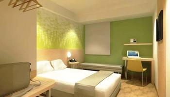 Zest Hotel Batam - Zest Queen Room Pay Now and Save - 15%