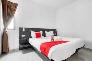 RedDoorz Plus near Season City Mall 2 Jakarta - RedDoorz Twin Room Last Minute Deal - 15%