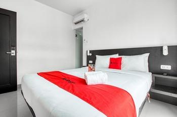 RedDoorz Plus near Season City Mall 2 Jakarta - RedDoorz Room Last Minute Deal - 15%