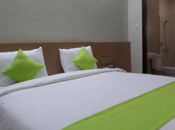 Shinta Guest House Malang - Deluxe King / Twin Room Only Regular Plan