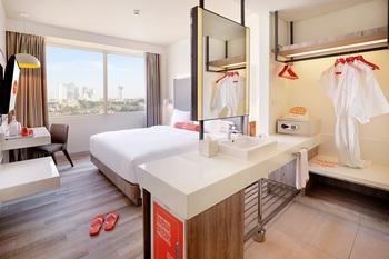 HARRIS Hotel & Conventions Bundaran Satelit Surabaya Surabaya - HARRIS Room with Breakfast Regular Plan