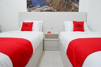 RedDoorz near Mataram University Lombok - RedDoorz Twin Room Basic Deals Promotion