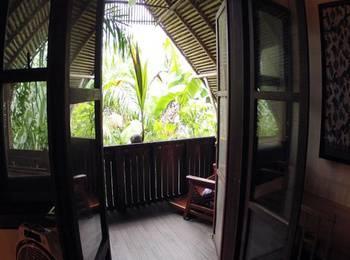 Bukit Raya Guesthouse Palangkaraya - Deluxe Double Room With Balcony WIDIH - Pegipegi Promotion