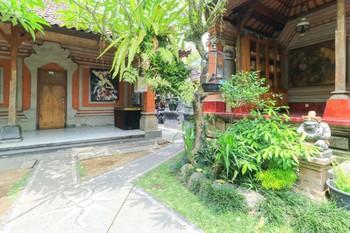 Aru House