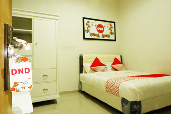OYO 407 Bandahara 21 Syariah Malang -  Deluxe Double Room Regular Plan