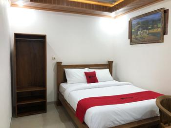 RedDoorz near XT Square 3 Yogyakarta - RedDoorz Room 24 Hours Deal