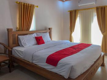 RedDoorz near XT Square 3 Yogyakarta - RedDoorz Deluxe Room 24 Hours Deal