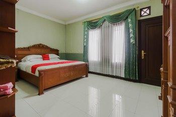 RedDoorz Syariah @ Cipanas Puncak - RedDoorz Suite Room KETUPAT
