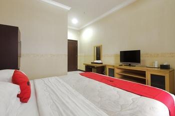 RedDoorz @ Cipanas Cianjur - RedDoorz Suite Room Basic Deal 40 %