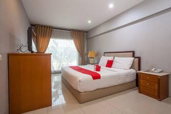 RedDoorz Plus @ HR Muhammad Surabaya - Deluxe Room Regular Plan
