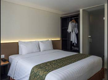 Savvoya Hotel Bali - Kamar Superior, pemandangan kolam renang Hemat 50%