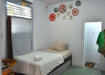 Delima Guest House Tanjung Karang - Deluxe Room Regular Plan
