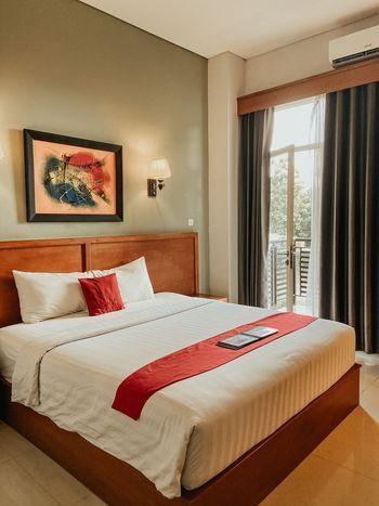 Prima SR Hotel & Convention  Yogyakarta - Deluxe King Dengan Sarapan Regular Plan