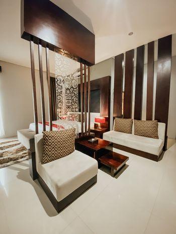 Prima SR Hotel & Convention  Yogyakarta - Junior Suite Dengan Sarapan Regular Plan