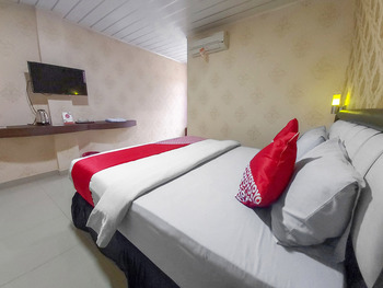 OYO 3196 Hotel Taman Cinta Singkawang - Standard Double Room Regular Plan