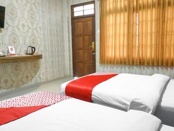 OYO 3196 Hotel Taman Cinta Singkawang - Deluxe Twin Room Regular Plan