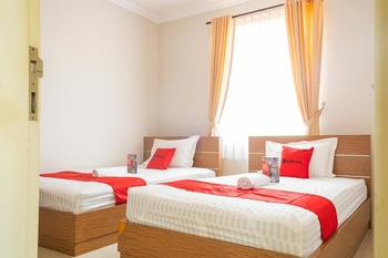 RedDoorz near Siloam Karawaci 3 Tangerang - RedDoorz Twin Room Regular Plan