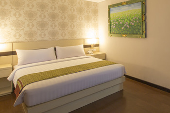 Grand Puri Saron Yogyakarta - Deluxe Double Bed (Tanpa Sarapan) BOOK NOW! GET UP TO 33% OFF