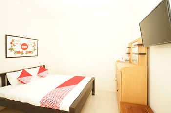 OYO 494 Nadia Homestay Syariah Surabaya - Standard Double Room Regular Plan