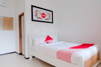 OYO 538 Villa Handayani Syariah Malang - Standard Double Room Regular Plan