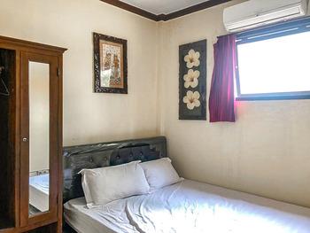 Vandhela Homestay Syariah by RedDoorz Surabaya - Standard Double Room Best Deal