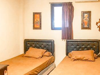 Vandhela Homestay Syariah by RedDoorz Surabaya - SALE Twin Room Best Deal