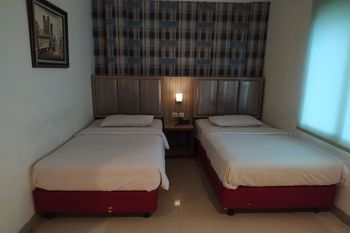 OYO 1282 Feodora Airport Hotel Palembang - Deluxe Twin Room Regular Plan