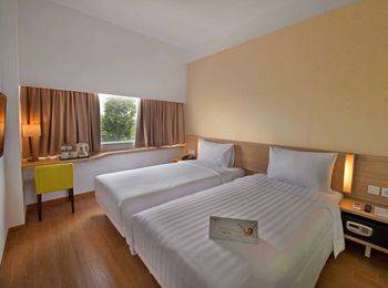 Whiz Hotel Bogor - Standard Twin Room Only Regular Plan