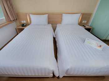 Whiz Hotel Bogor - Standard Twin Room Regular Plan