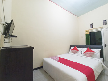 OYO 3298 Bromo Guest House Family Malang - Standard Double Room Regular Plan