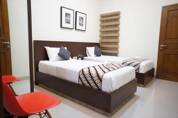 Suryosukoco Homestay Yogyakarta - Standard Room Shared Bathroom Lt 2 Regular Plan