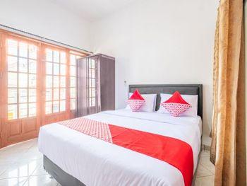 OYO 1391 Puri Torina Residence Sumedang - Deluxe Double Room Regular Plan