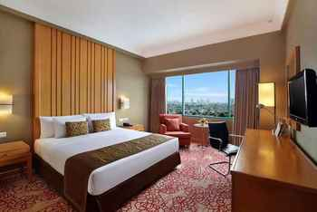 Hotel Ciputra Jakarta managed by Swiss-Belhotel Int'l Jakarta - Deluxe Queen Room Only Regular Plan