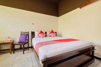 OYO 2519 Mayang Garini Magelang - Deluxe Double Room Regular Plan