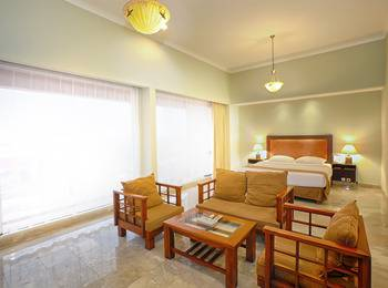 Bali World Hotel Bandung - Executive Room Main Building (King Bed Only) 01 - 24 Des 2019 EXE SAVE IDR 165.000
