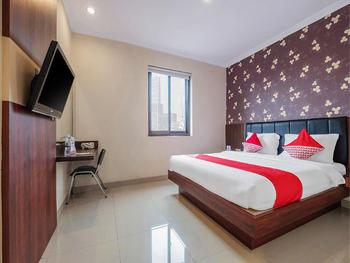 OYO 308 Grand Pacifik Hotel Makassar - Deluxe Double Room Regular Plan