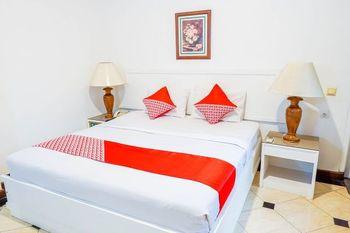 OYO 1452 Utari Near RS Borromeus Bandung - Deluxe Double Room Regular Plan