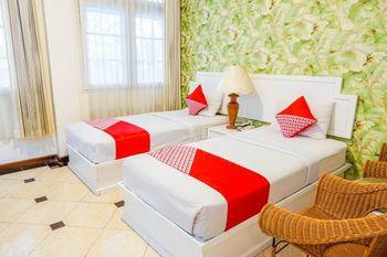 OYO 1452 Utari Near RS Borromeus Bandung - Deluxe Twin Room Regular Plan