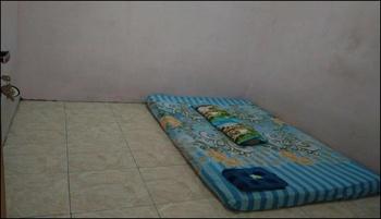 Amelia 4 Guest House Khusus Wanita Medan - Room with shared bathroom (Khusus Wanita) Regular Plan