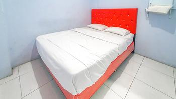 RedDoorz near Stadion Wilis Madiun Madiun - RedDoorz Room Basic Deals
